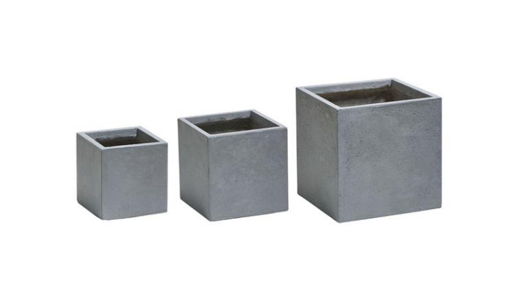 Durch Fertigung aus einem Fiberglas / Gesteins-Gemisch sind die Pflanzkübel Bristol leichter als herkömmliche Fiberglaskübel und ebenso UV- Beständig und witterungsfest.