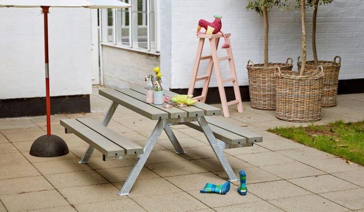 Sehr solider Kinder Picknicktisch aus Holz und Stahl mit 4-8 Sitzplätzen. Auch für Kindergärten und Schulen geeignet