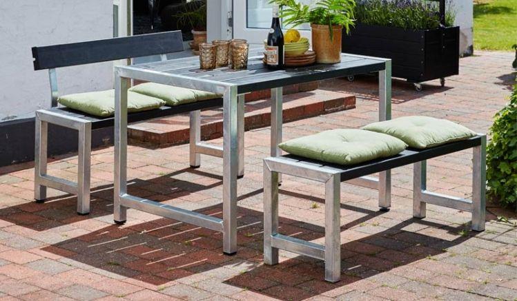 Mit der Bistrogarnitur Café richten Sie eine zweite Sitzgruppe im Garten ein