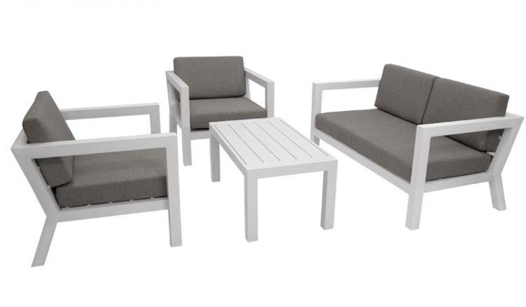 Die Garten Loungemöbel Basel bieten mit zwei Sesseln und einer gemütlichen Bank bis zu fünf Personen einen Sitzplatz und sind in zwei Farbvarianten erhältlich.