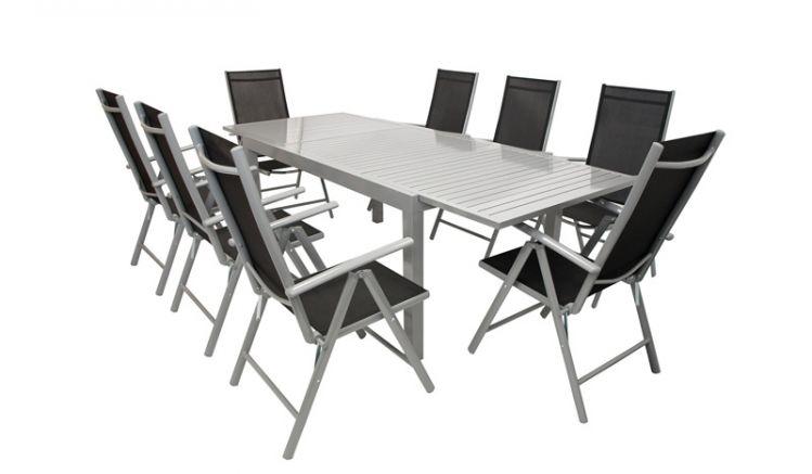Geräumig & pflegeleicht: Der Tisch der Gartengarnitur aus Alu ist bis auf 240 cm ausziehbar und bietet auch unerwartetem Besuch einen Platz beim nächsten Grillfest.