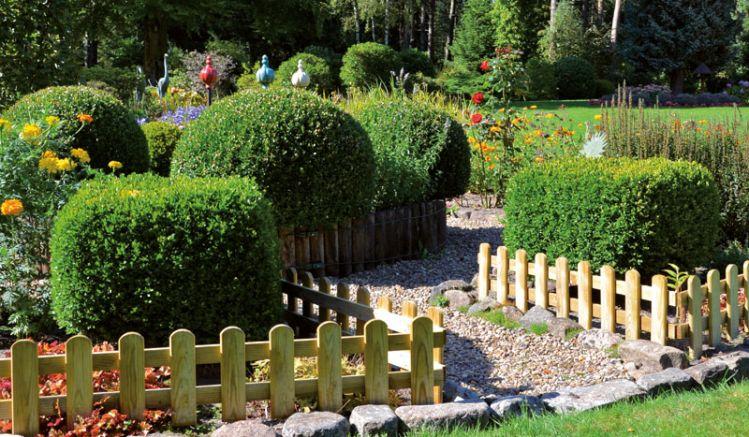 Gartensteckzaun aus druckimprägniertem Holz, 120 x 30cm, genagelt, Lattenstärke: 2,5 x 6,5cm