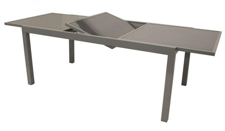 Der ausziehbare Gartentisch mit Tischplatte aus Sicherheitsglas ist in 2 Varianten erhältlich und auf 200 cm bzw. 240 cm ausziehbar.