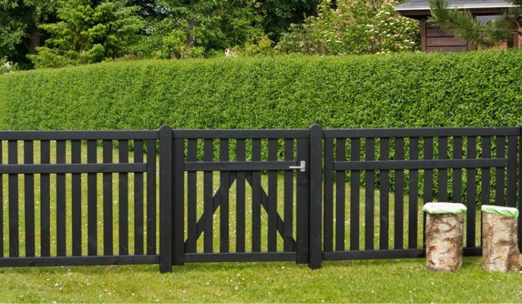 Der Gartenzaun Country ist fungizid vorbehandelt und doppelt farbgrundiert in der Farbe Schwarz. Sie haben die Wahl zwischen drei Toren und einem Zaunelement im skandinavischem Design
