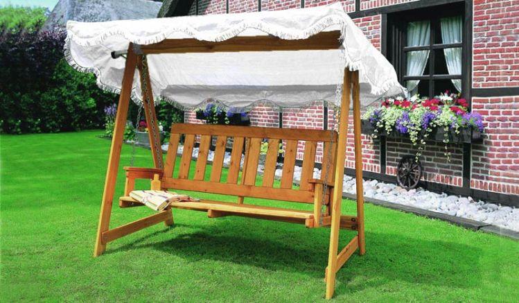 """Unsere Holzhollywoodschaukel """"Kiew"""" besteht aus massivem Kiefernholz und ist FSC zertifiziert. Dachfarbe: Weiß"""