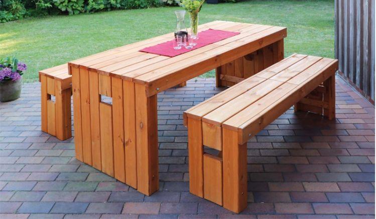 Die massiven Holzterrassenmöbel Fanö sind in 2 Farben erhältlich - honigbraun oder grau.