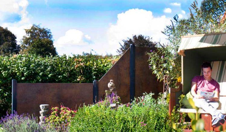Das HPL Zaunsystem Ringsted von meingartenversand.de gibt es in 3 Ausführungen - die Elemente sind in Rostoptik und Dank UV Schutz sehr Farbstabil