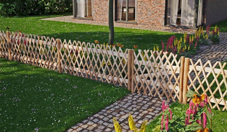 Die Haselnuss Vorgartenzäune als Jägerzäune in 200 cm Breite (Tor 100 cm). Die Querverstrebung und Querriegel geben stabilen Halt