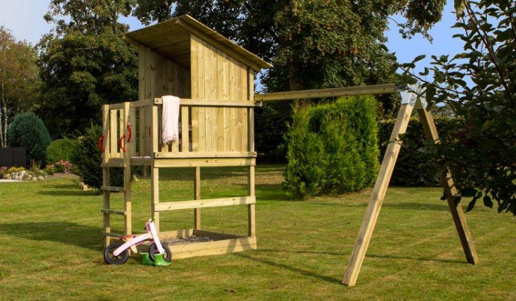 Der Play Spielturm 2 ist optional mit Schaukelanbau erhältlich. Die Maße gesamt: 259 x 395 x 240/283 cm (B x L x H)