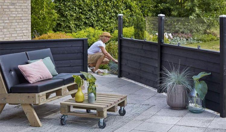 Unser zeitloses Steckzaunsystem Klink ist farbgrundiert in Anthrazit. Es ist in verschieden Varianten aufbaubar und bietet eine Vielfalt an Gestaltungsmöglichkeiten. Ein Hingucker in Ihrem Garten oder als Terrassenumrandung!
