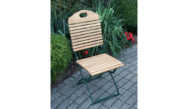 Der wetterfeste Stuhl aus der Biergarnitur Serie Visby - erhältlich in 2 Varianten - besteht aus einem verzinkten, rostfreien Flachstahlgestell und einer Belattung aus Robinienholz. Ein langlebiger Begleiter für Ihren Outdoorbereich!