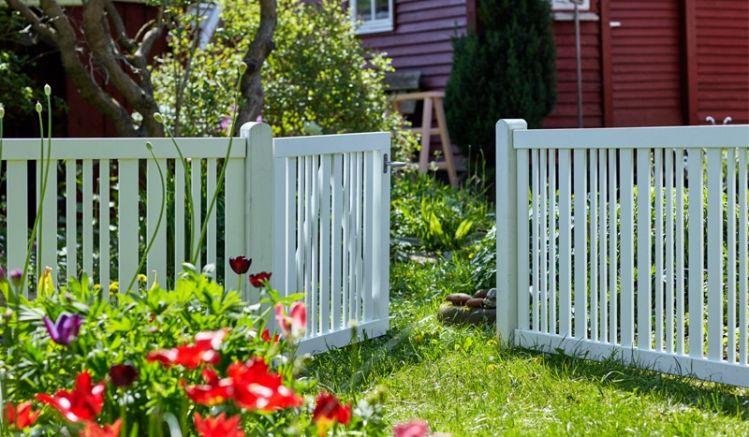 Der Vorgartenzaun Classic in der Farbe Weiß besitzt einen stabilen Rahmen mit dem Maß 44 x 68 mm