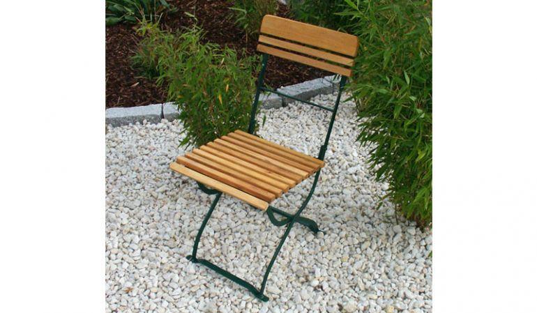 Die wetterfesten Biergarten Stühle Grenoble aus verzinktem Flachstahl und Robinienholz sind in zwei Varianten erhältich. Die Abbildung zeigt die Variante aus moosgrün pulverbeschichtetem Stahl. Ein langlebiger Begleiter für Ihren Outdoorbereich!