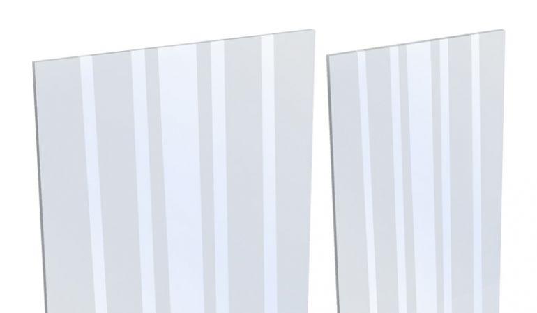 Aluzaun Glaseinsatz als Designelement mit dem Maß 180 x 15/30 x 0,1 cm. Gefertigt aus ESG Glas mit satinierten Streifen.