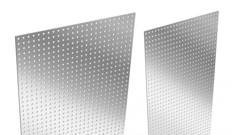 Aluzaun Lochblecheinsatz als Designelement mit dem Maß 180 x 15/30 x 0,1 cm. Gefertigt aus hochwertigem gestanztem Aluminium