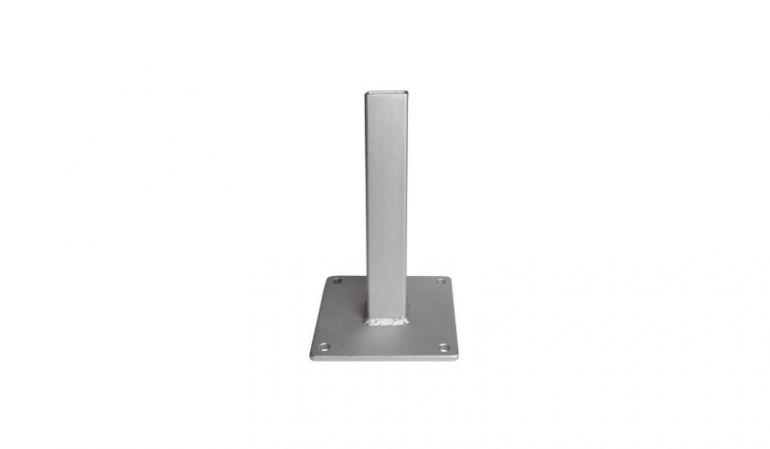 Unsere BPC Pfostenkonsole aus verzinktem Metall hat das Maß 16 x 16 x 40,8 cm. Die Pfostenkonsole hat 4 vorgefertigte Lächer zur Montage.