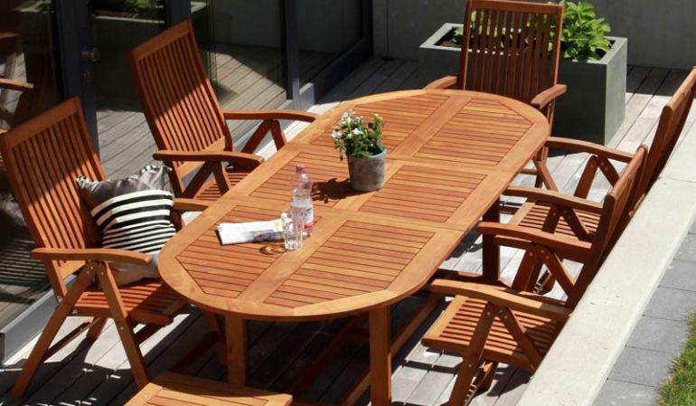 Der ausgezogene Gartentisch Halifax und die Gartenmöbel Ottawa