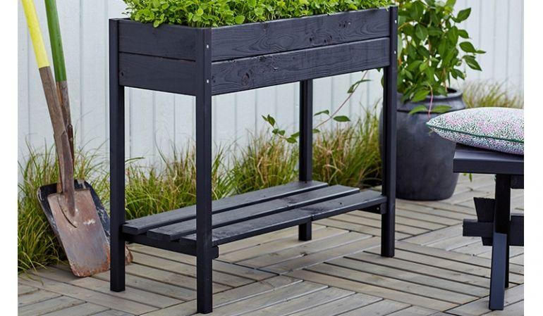 37 x 88 x 79 cm Hochbeet Plus aus schwarz farbgrundierter Kiefer/Fichte wird als Bausatz mit vormontierten Seiten und Boden geliefert
