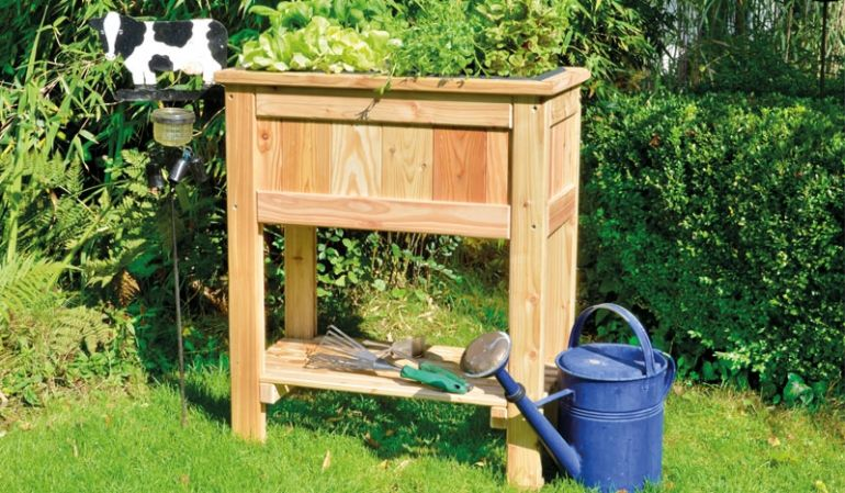 Hochbeet Skive aus Lärchenholz gefertigt, ein edles Design macht das Hochbeet zum Highlight im Garten.