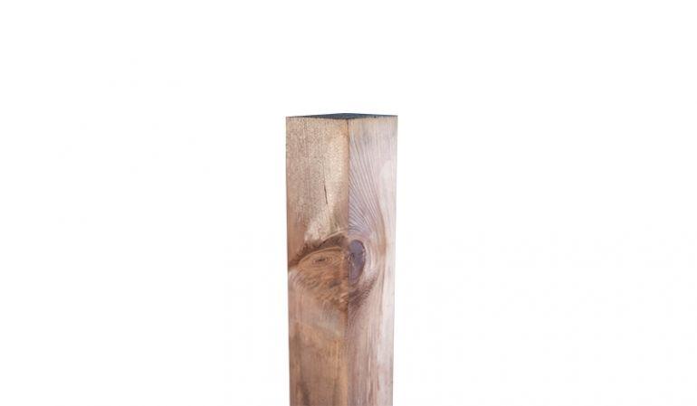 Wetterfeste und braun druckimprägnierte Holzpfosten aus sägerauem Kiefer- bzw. Fichtenholz mit Maßen von 9 x 9 x 110 / 210 cm - ideal als Ergänzung für unsere Zaunserie Kolding