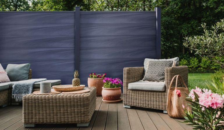 Die Maribo Maxi Zäune sind im Maß 180 x 180 cm in 2 Ausführungen erhältlich. Farbe: Steingrau co-extrudiert