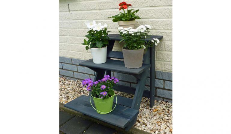 Die kleinere, anthrazitfarbene 50 x 60 x 56 cm Pflanztreppe hat drei Stufen für Kräuter, Ziergräser oder Blumen