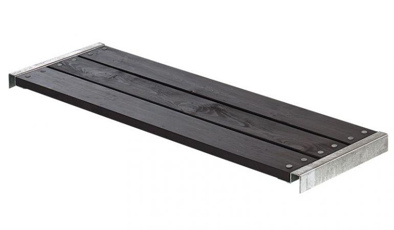 Das Sitzbrett ist wahlweise in WPC, Kiefer/Fichte und unbehandelter Lärche in den Farben Schwarz, Graubraun oder Schiefergrau (WPC) erhältlich
