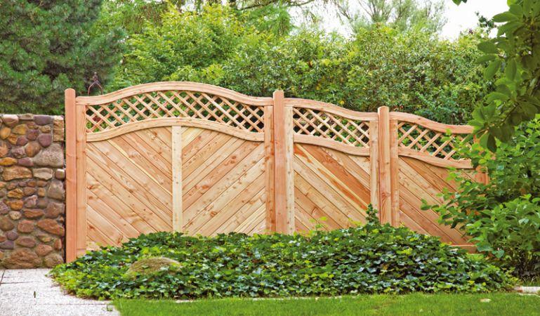 """Der elegante Sichtschutz """"Mosel"""" aus naturbelassenem, widerstandsfähigem Lärchenholz ist ein echter Hingucker für Ihren Gartenbereich."""
