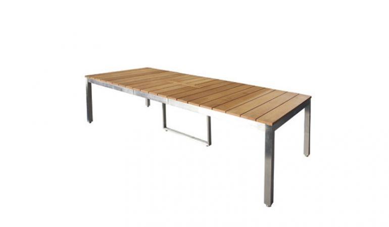 Dank Maßen von ca. 200 (250) x 100 x 73,5 cm können Sie Ihre Familienfeier mit dem Gartentisch St. Catharines alle an einem Tisch verbringen