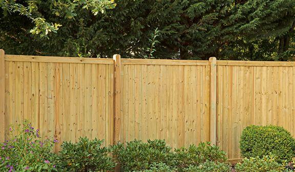 Windschutz und massiver Sichtschutz Zaun aus druckimprägnierter Kiefer/Fichte. Profilbrettfüllung senkrecht 16 x 90 mm