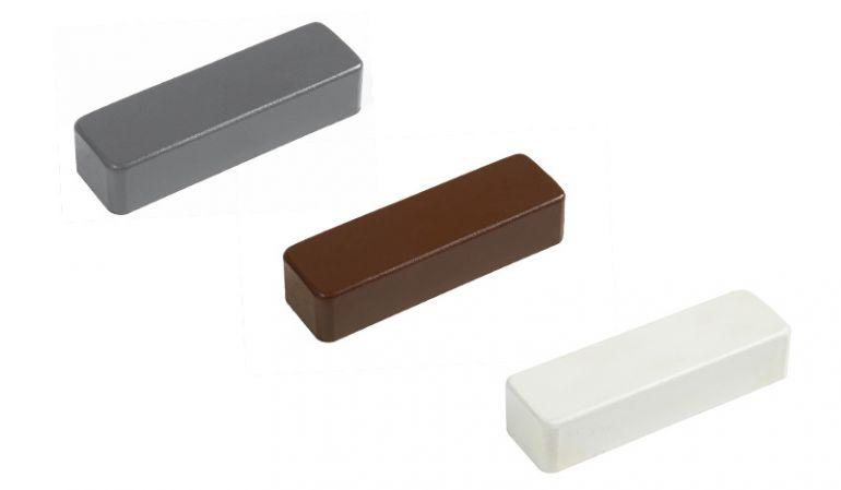 Zaunlatten Kappen in Weiß, Braun oder Anthrazit - 74 x 20 mm. Erhältlich in gerader und gerundeter Form.