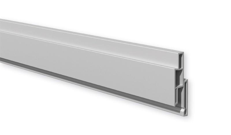 Das silbergraue Dekorprofil aus langlebigem Fensterkunststoff wird als Designelement zwischen die Lamellen gesteckt.