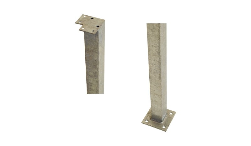 Eckpfosten aus feuerverzinktem Stahl. 4,5 x 4,5 x 103,3 cm
