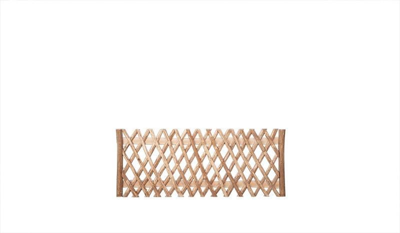 Quer verstrebter Jägerzaun aus waldgeschältem Haselnussholz. Maß: 200 x 80 cm