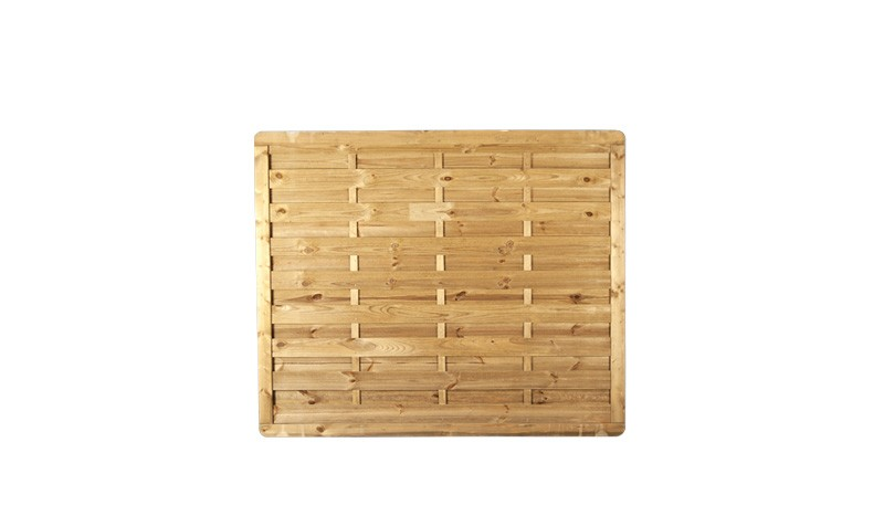 Ein Dichtzaun aus druckimprägniertem Holz mit dem Maß 180 x 150cm
