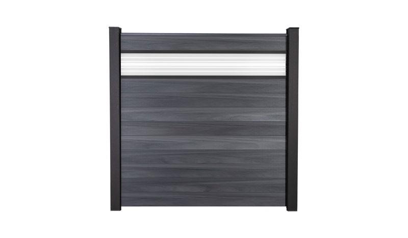 Der BPC Zaun Maribo 2 hat das Maß 180 x 180 cm. Die Set´s bestehen aus 10 Einzellamellen, 30cm Glaseinsatz, Adapterleisten, Start/Abschlussprofilen und Distanzstücken, OHNE Pfosten.