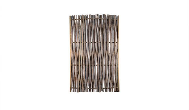 Sichtschutz Haselnuss, ein Haselnussgeflecht auf einen Holzrahmen gezogen im Maß 120 x 180 cm