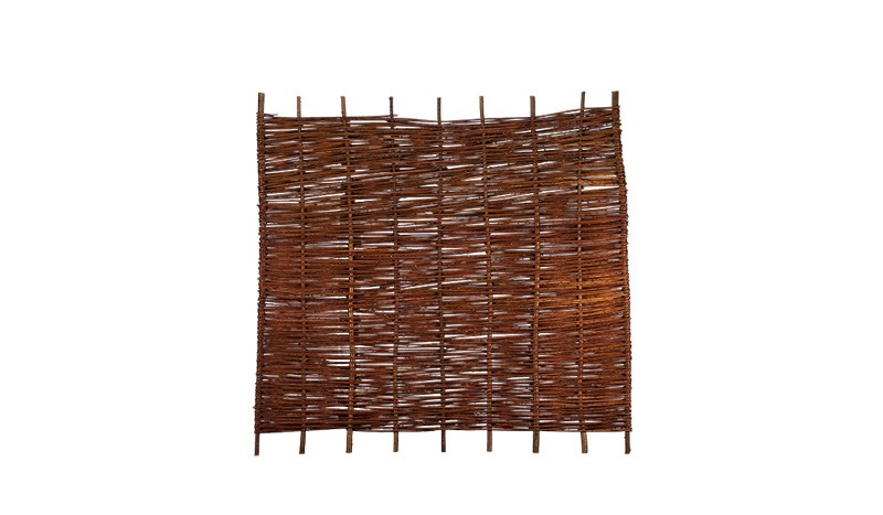 Der Sichschutz aus Weide mit einem Maße von 180 x 150 cm, ölbehandelte Weide
