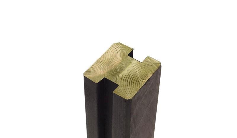 Schwarzer Kiefern/Fichtenholz Verbindungspfosten mit Druckimprägnierung für lange Haltbarkeit.