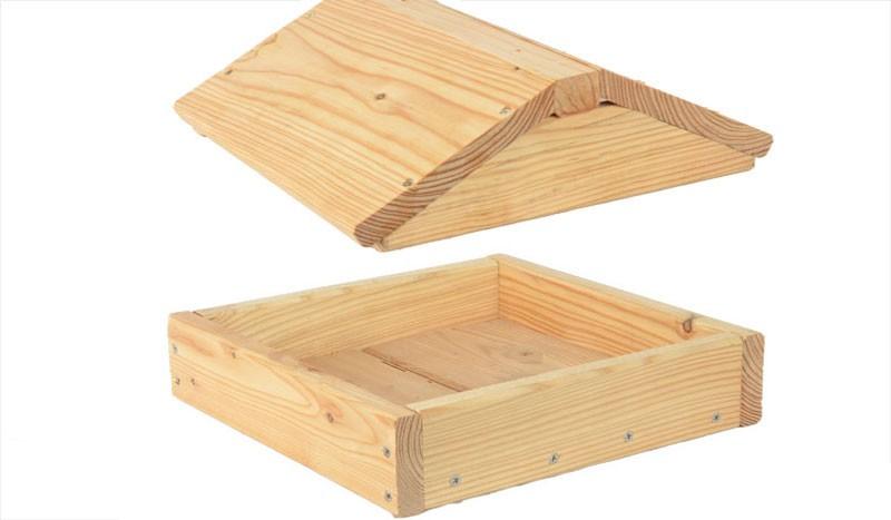 Das Vogelhaus passend zu unserer Terrassenabtrennung Wyk mit den Maßen 24 x 24 x 6 cm (Boden) und  24 x 25 x 8 cm (Dach) aus Lärche