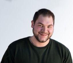 Unser Fachlagerist Raphael Bemelen sorgt dafür, dass Ihre Ware Sie heil erreicht.